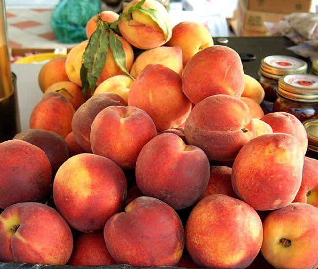 обрізка персика