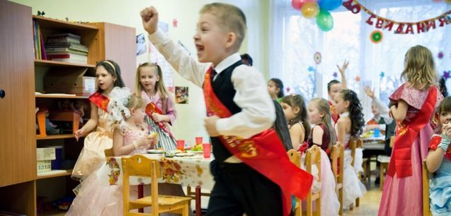 Випускний в дитячому саду: сценарій, оригінальні ідеї, пісні, привітання