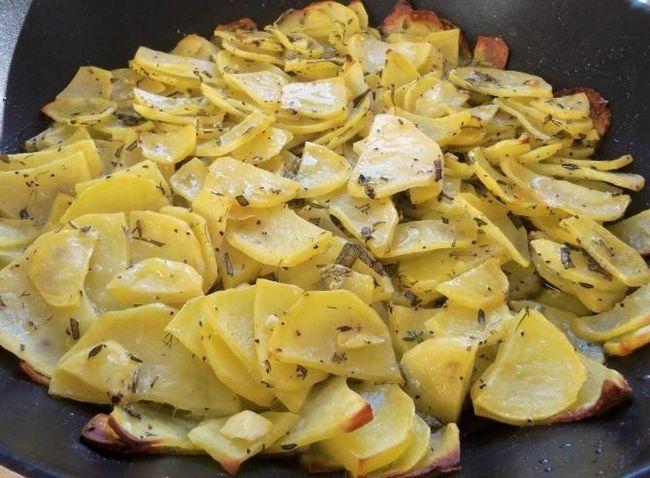 запекти картоплю в мультиварці