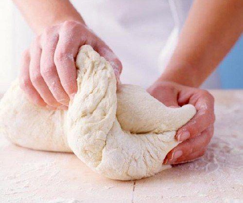 Як швидко приготувати тісто на пиріжки
