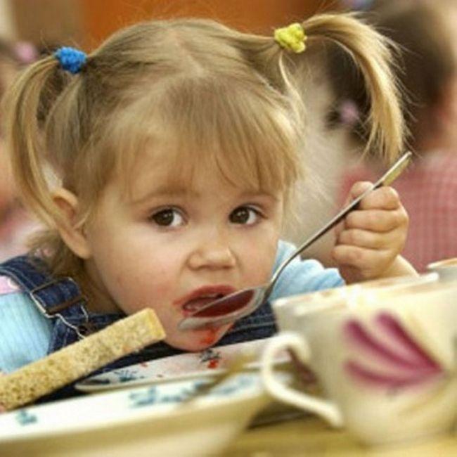 Як навчити є в дитячому саду