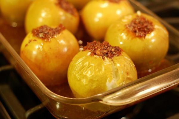 Як зробити печені яблука з медом в духовці?