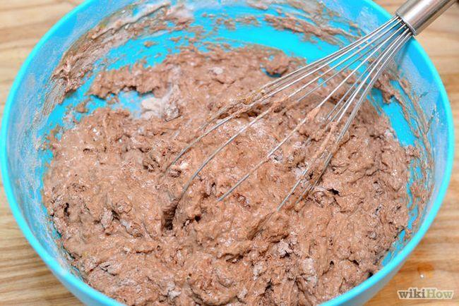 Зображення з назвою Make a Heart Shaped Cake Step 12