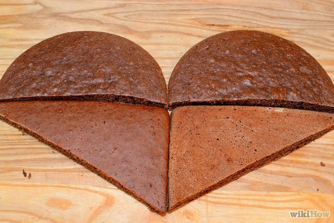 Зображення з назвою Make a Heart Shaped Cake Step 17