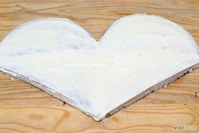 Зображення з назвою Make a Heart Shaped Cake Step 18