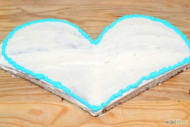 Зображення з назвою Make a Heart Shaped Cake Step 19