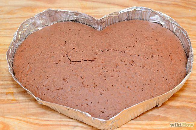 Зображення з назвою Make a Heart Shaped Cake Step 6