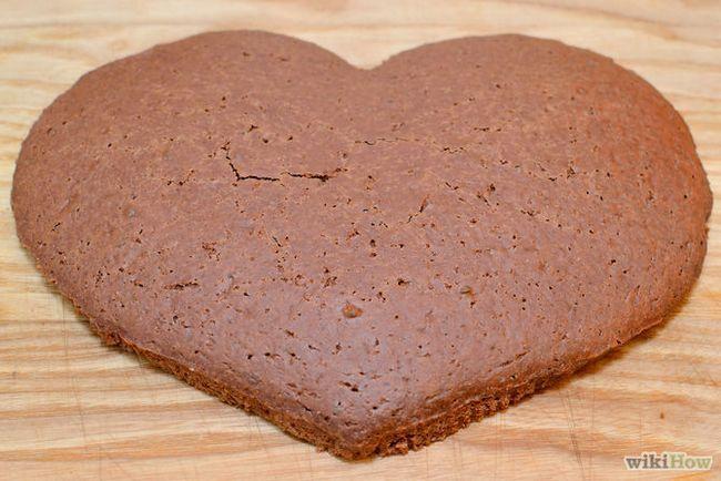 Зображення з назвою Make a Heart Shaped Cake Step 7