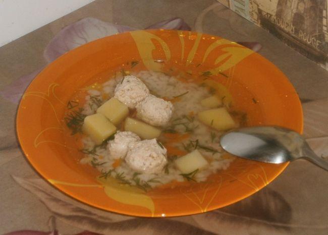 Суп з фрикадельками з курячого філе
