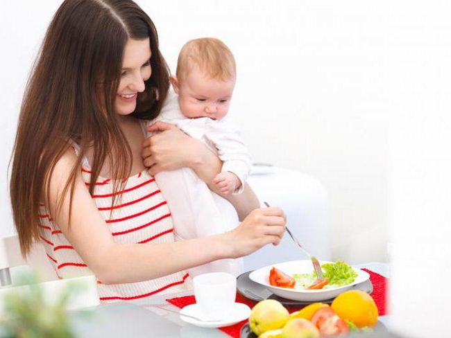 Які салати можна годуючим мамам: склад, рецепти, спосіб приготування і відгуки