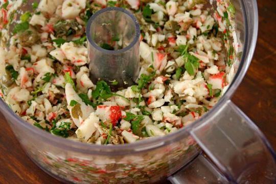 салат з крабовими паличками і свіжими огірками