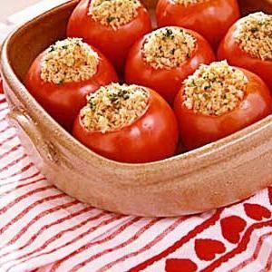 Красиве блюдо до святкового столу: фаршировані помідори сиром або куркою