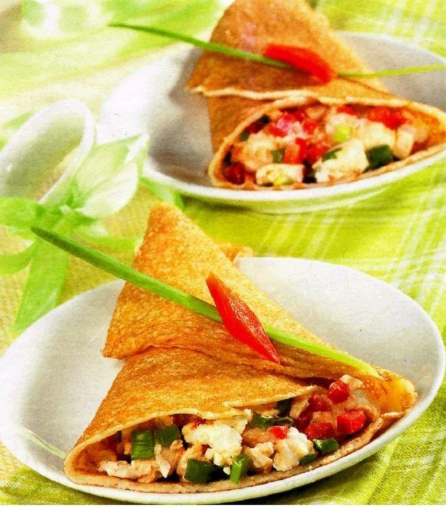 Кунжутні млинчики з сиром фета і овочами