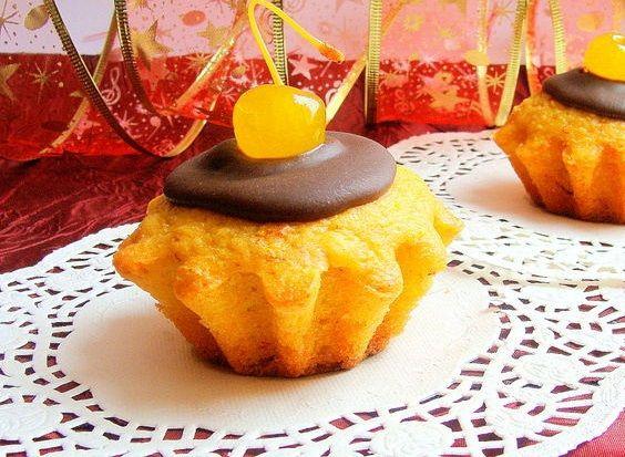 Пісні мандариново-шафранові кекси з шоколадною глазур`ю