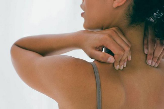 Причина прищів на спині у жінок. Способи лікування
