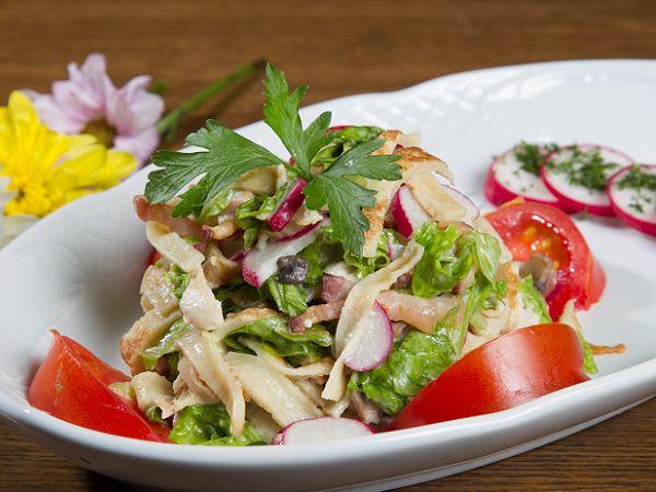 Рецепт салату з млинцями
