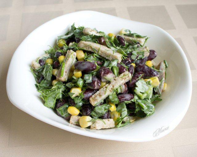 Рецепт салату з сухариками і кукурудзою