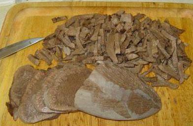 салат з мовою і печерицями маринованими