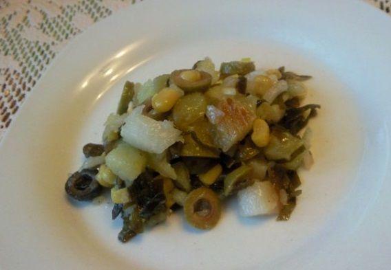 Салат з підкопченим палтусом і морською капустою