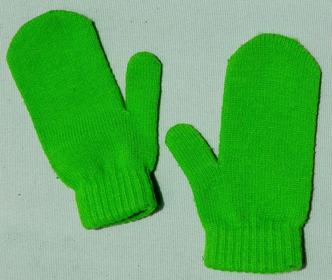 Рукавичка з пальцем реглан точно повторює форму руки