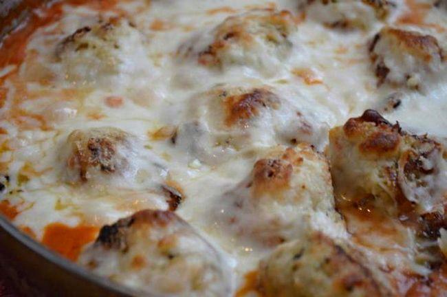 Тефтелі в сметанному соусі в духовці: рецепт з фото