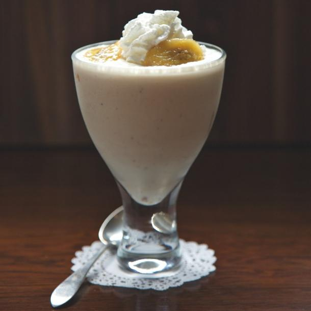 Смак дитинства - молочний коктейль з бананом та морозивом