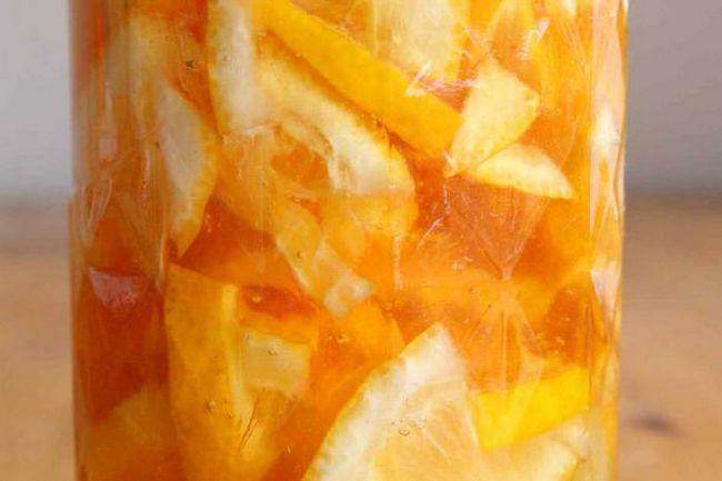стакан води з медом і лимоном