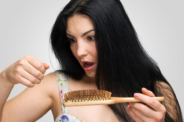 Випадає волосся? Як лікувати і попередити цю проблему