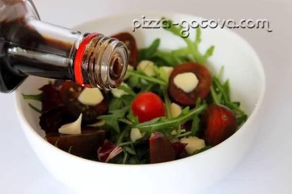 заправляємо салат бальзамічний оцтом