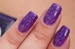 Фіолетовий манікюр з блискітками