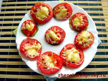 смажені кабачки з помідорами