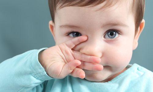Що являє собою фізіологічний нежить у новонародженого?