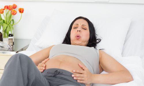 Чи є місячні у жінки при позаматкової вагітності?