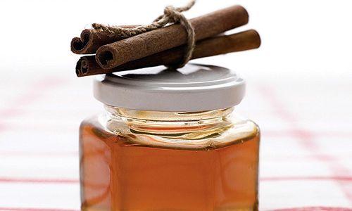 Як зробити маску для обличчя з меду і кориці?