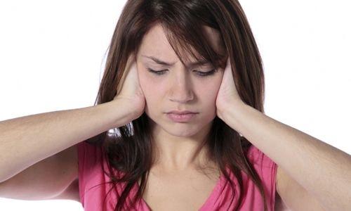 Як видалити чорні крапки в вухах