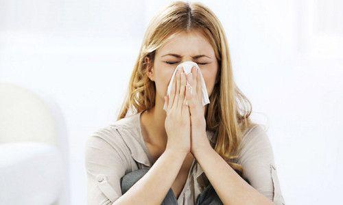 Чому виникає головний біль при застуді і як її лікувати?
