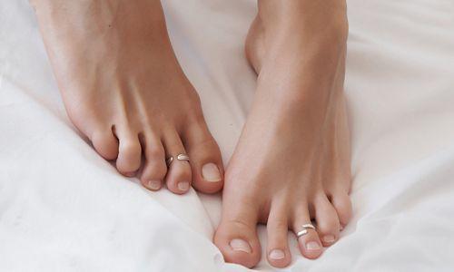 Чому на ногах суха шкіра і як за нею доглядати?