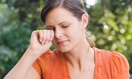 Чому сльозяться і сверблять очі?