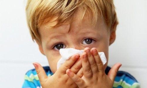 Причини і лікування набряку в носі у дитини