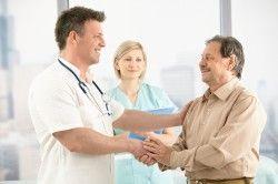 Консультація лікаря з приводу раку щитовидної залози